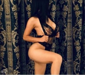 Faouza escorte nuru massage Bourg-Saint-Maurice 73
